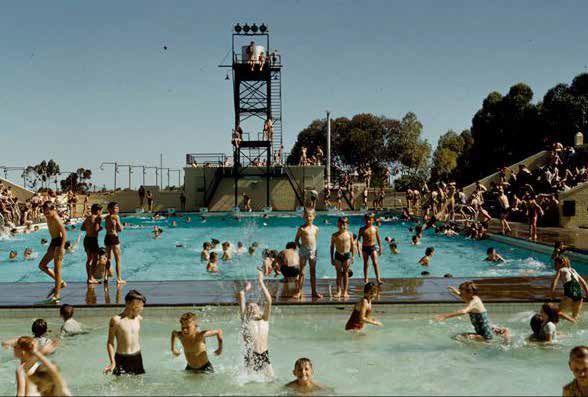 The historic Lord Forrest Olympic Pool, Kalgoorlie, Western Australia, 1955. Photo: courtesy of State Library of Western Australia
